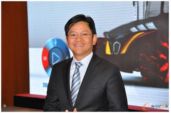 达索系统SOLIDWORKS大中华区销售副总裁吴俊杰接受记者采访