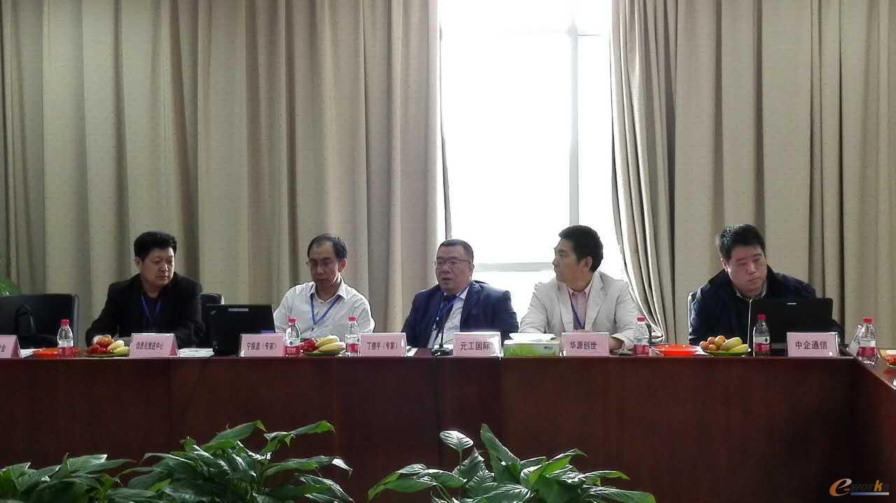 从左到右:张彦国,宁振波,丁德平,李璞,陈星