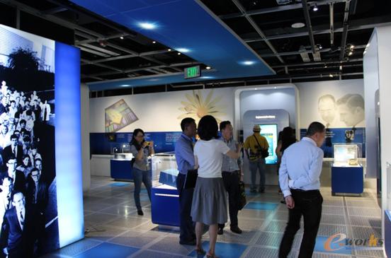 考察团参观Intel
