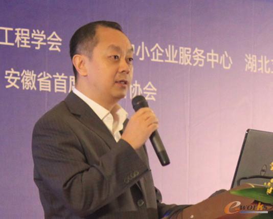 图2 武汉市人民政府副秘书长董广利致辞