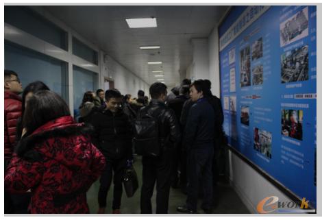 图1 考察团参观美的武汉工厂