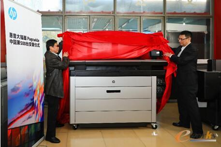 北京城建顺捷电子图文设计制作有限责任公司总经理刘万军(左)、惠普大幅面打印业务中国区总经理黎兵(右)