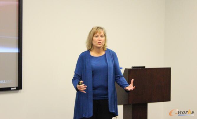 高级产品市场顾问Terri Brewer