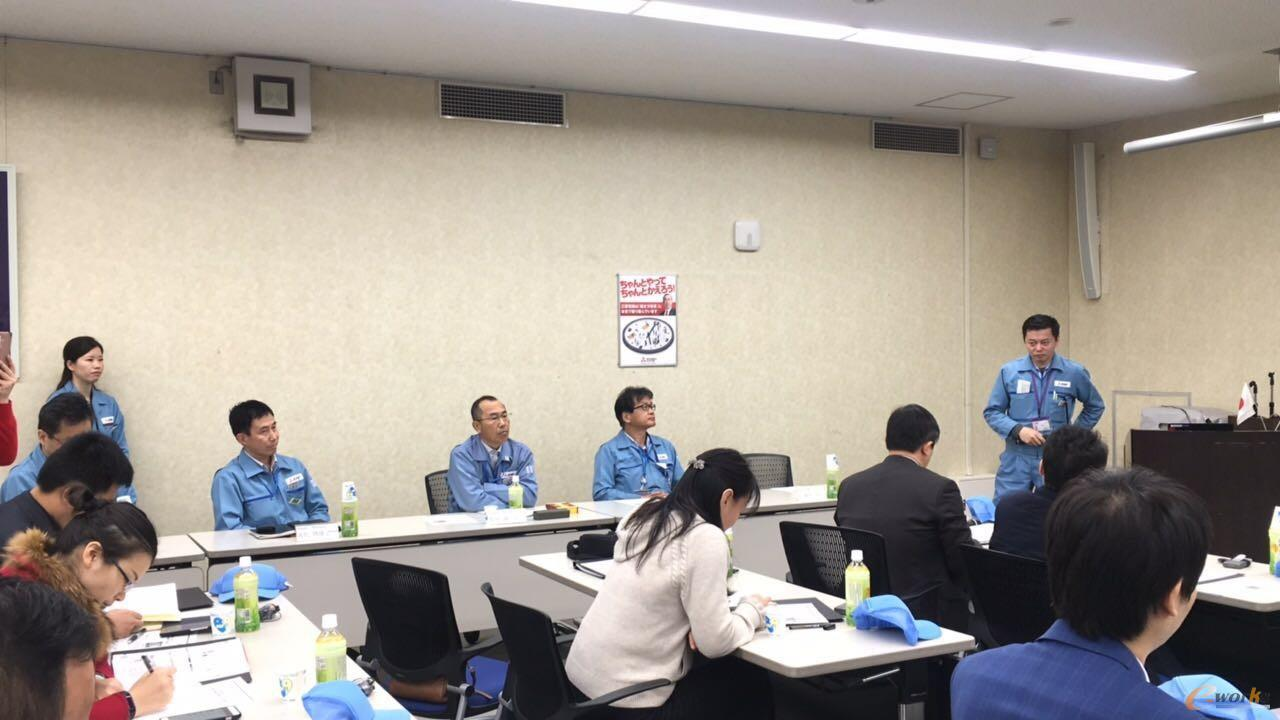 考察团成员在三菱电机福山制作所交流学习