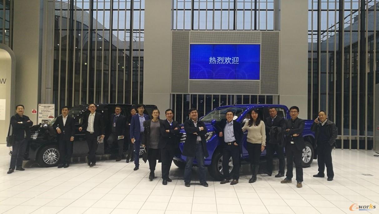 考察团成员在丰田会馆