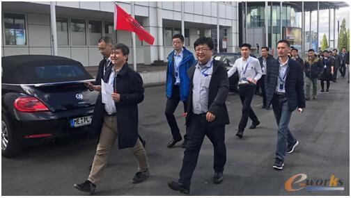 考察团抵达汉诺威工业博览会