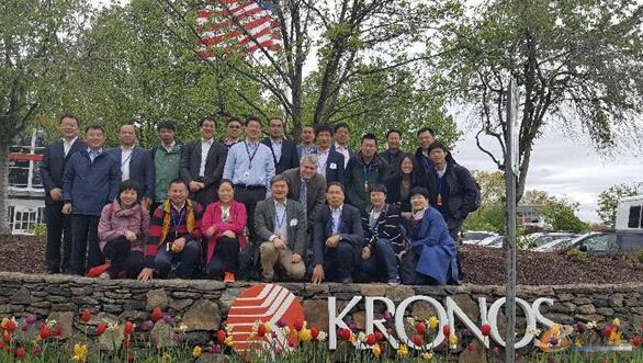 考察团成员与Kronos公司领导合影留念