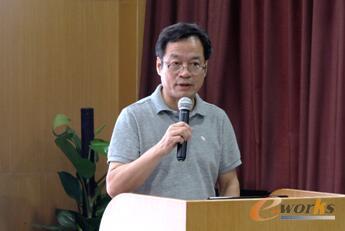 图2 武汉市经济和信息化委员会杨立祥副主任发表致辞