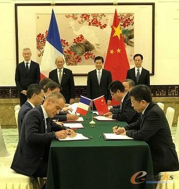 在中国商务部部长钟山、外交部副部长王超、法国欧洲和外交部部长勒德里昂、法国经济和财政部部长勒梅尔等的共同见证下,国机集团和施耐德电气签署战略合作备忘录