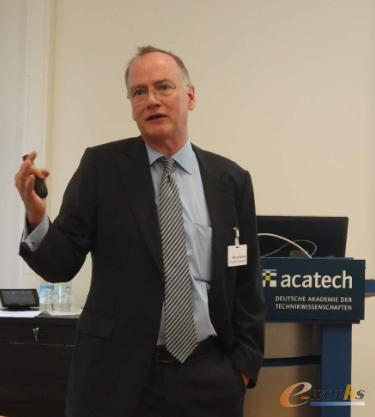 德国工程院理事会顾问委员、雷根斯堡大学教授Michael Dowling先生