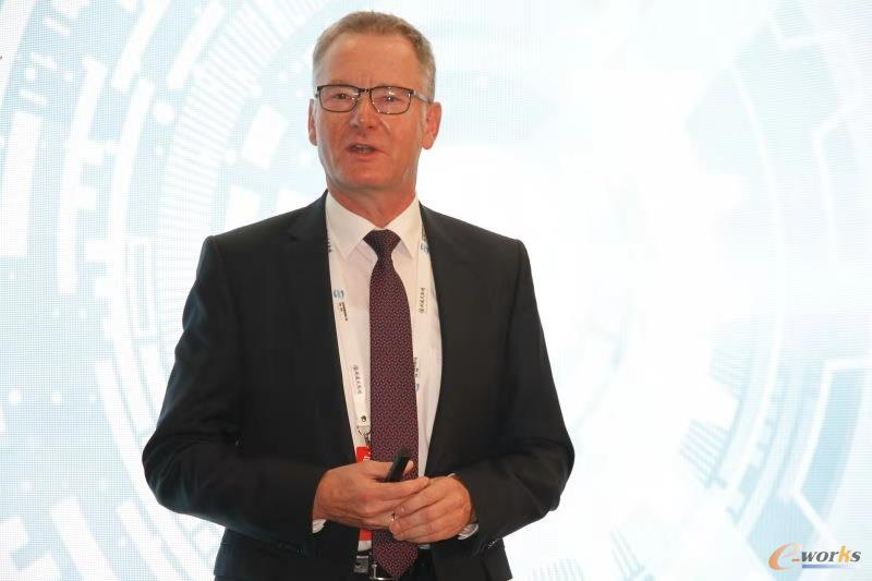 德国电工委员会(DKE)主席,菲尼克斯电气集团CTO Roland Bent