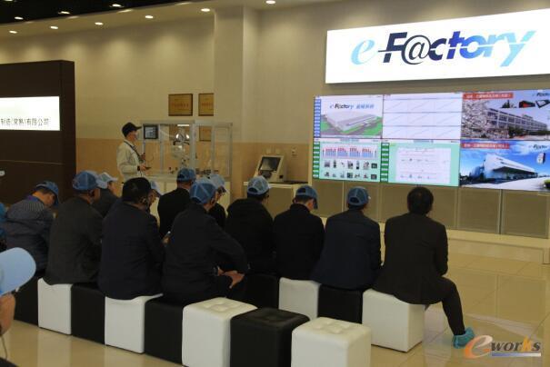 学员们参观三菱电机自动化机器(常熟)有限公司并聆听讲解