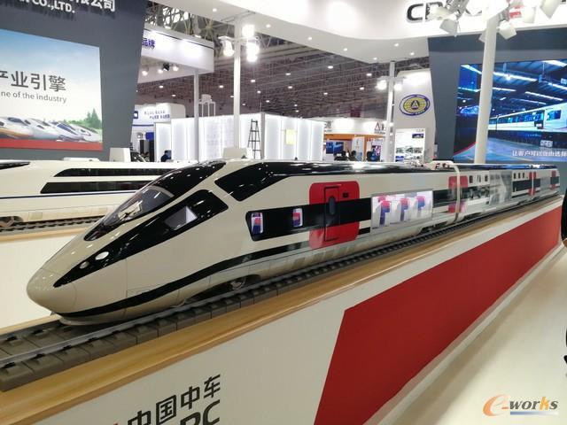 首届中国工业设计展览会上展出的动车组模型