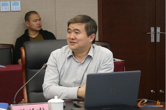 智研院副院长黄培博士讲解项目总体实施方案