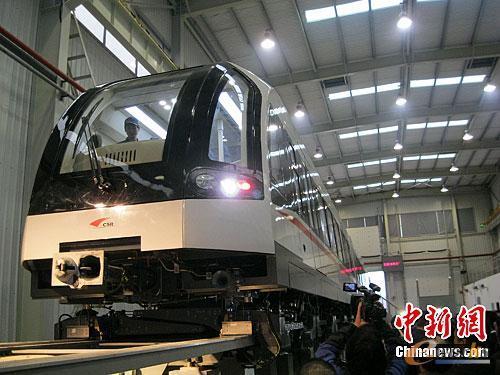 资料图:中国自主研发的中低速磁浮列车。中新社发 刘双双 摄