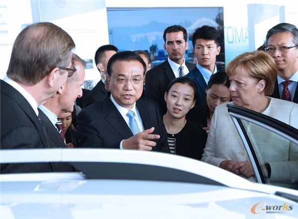 当地时间7月10日上午,国务院总理李克强在柏林与德国总理默克尔共同出席中德自动驾驶汽车展示活动。