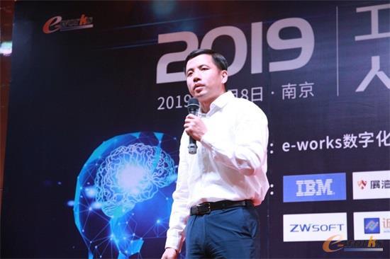IBM电子行业全球智能制造解决方案总经理邓钦