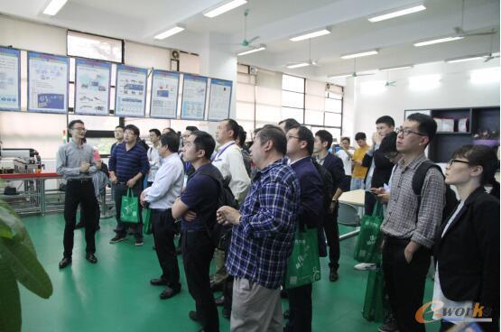 部分学员参观广东工业大学机电工程学院的智能制造实训平台
