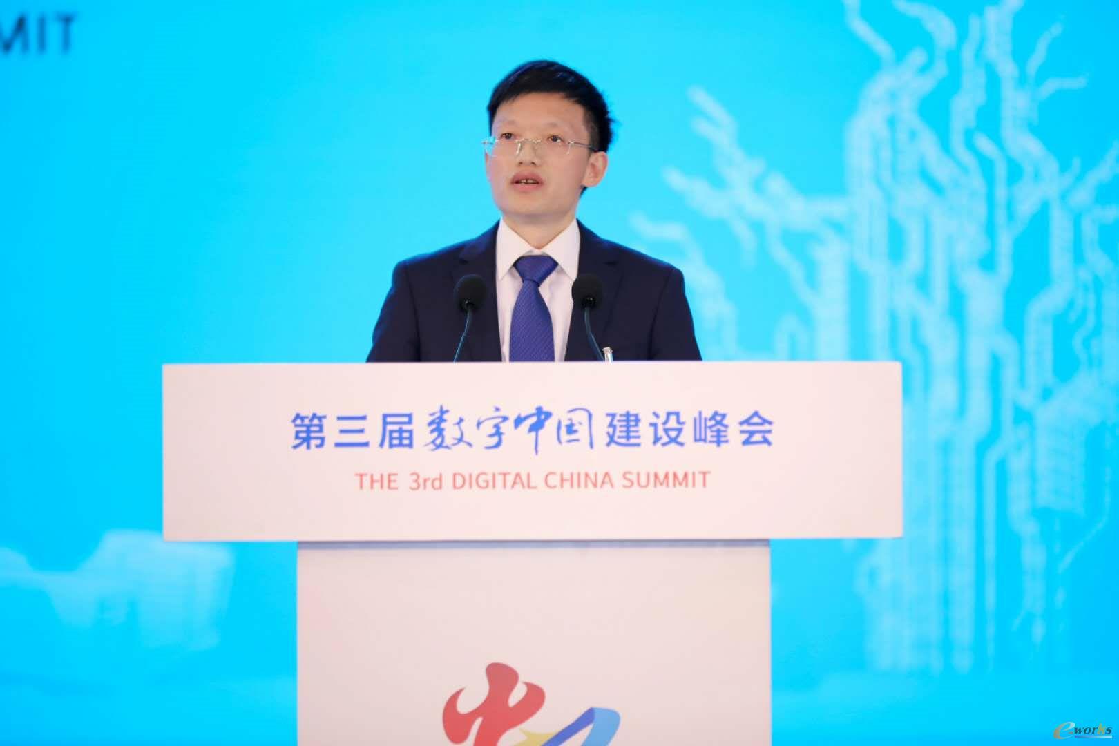 施耐德电气(中国)有限公司副总裁过程自动化业务中国区负责人何林