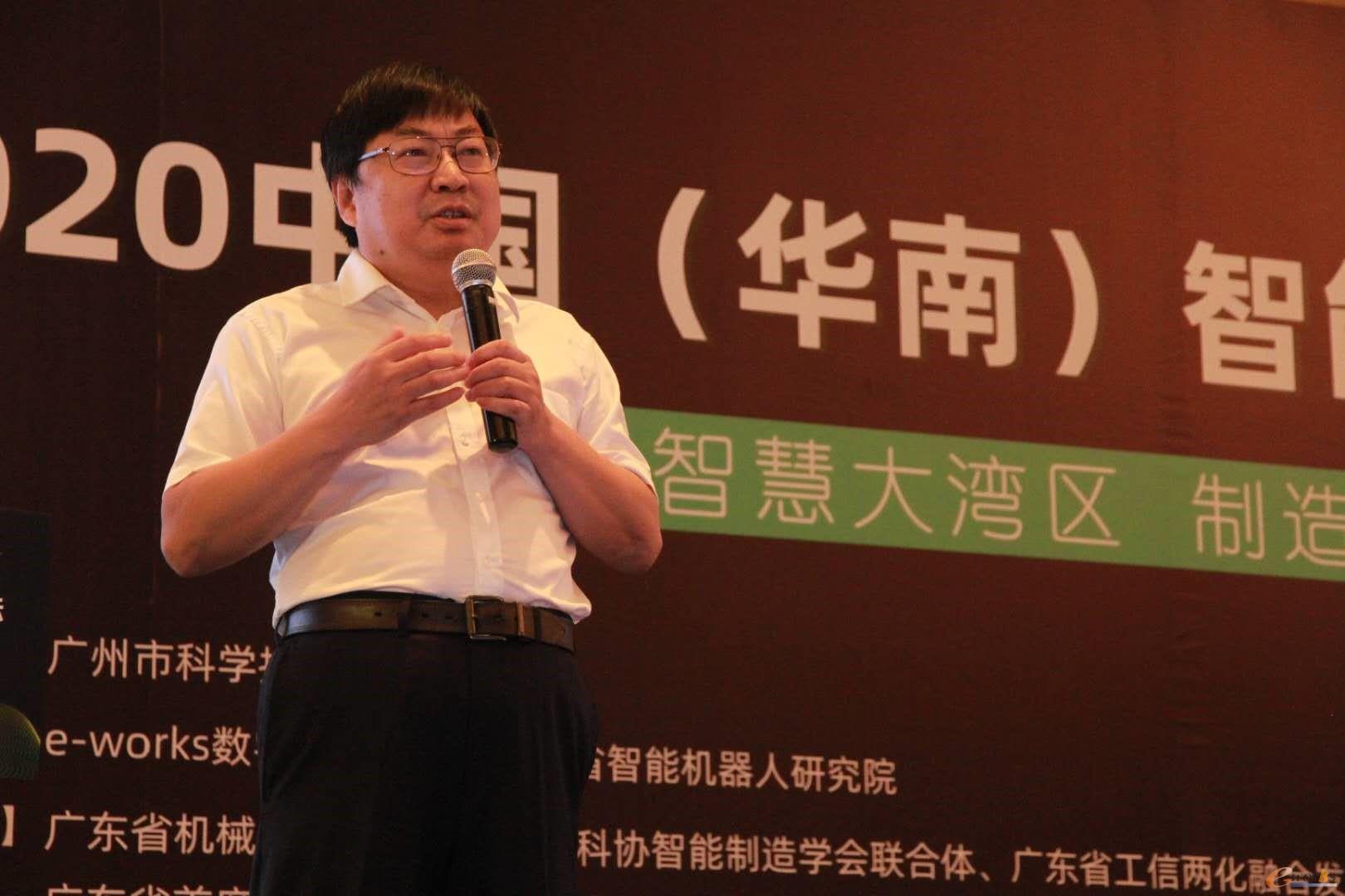 广汽集团数字化转型技术负责人、广汽研究院首席技术总监唐湘民