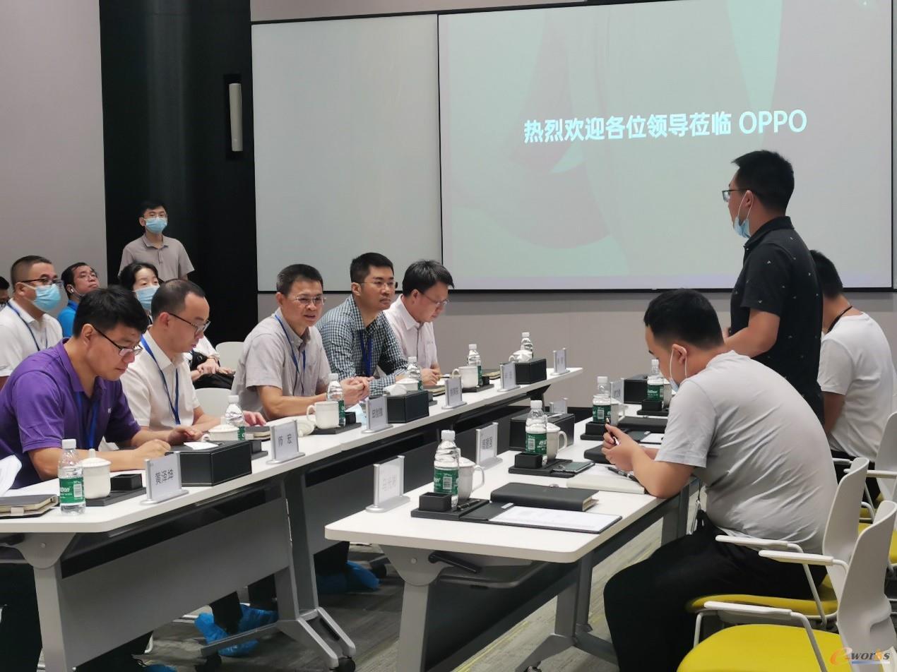 考察团在OPPO(重庆)智能生态科技园座谈交流