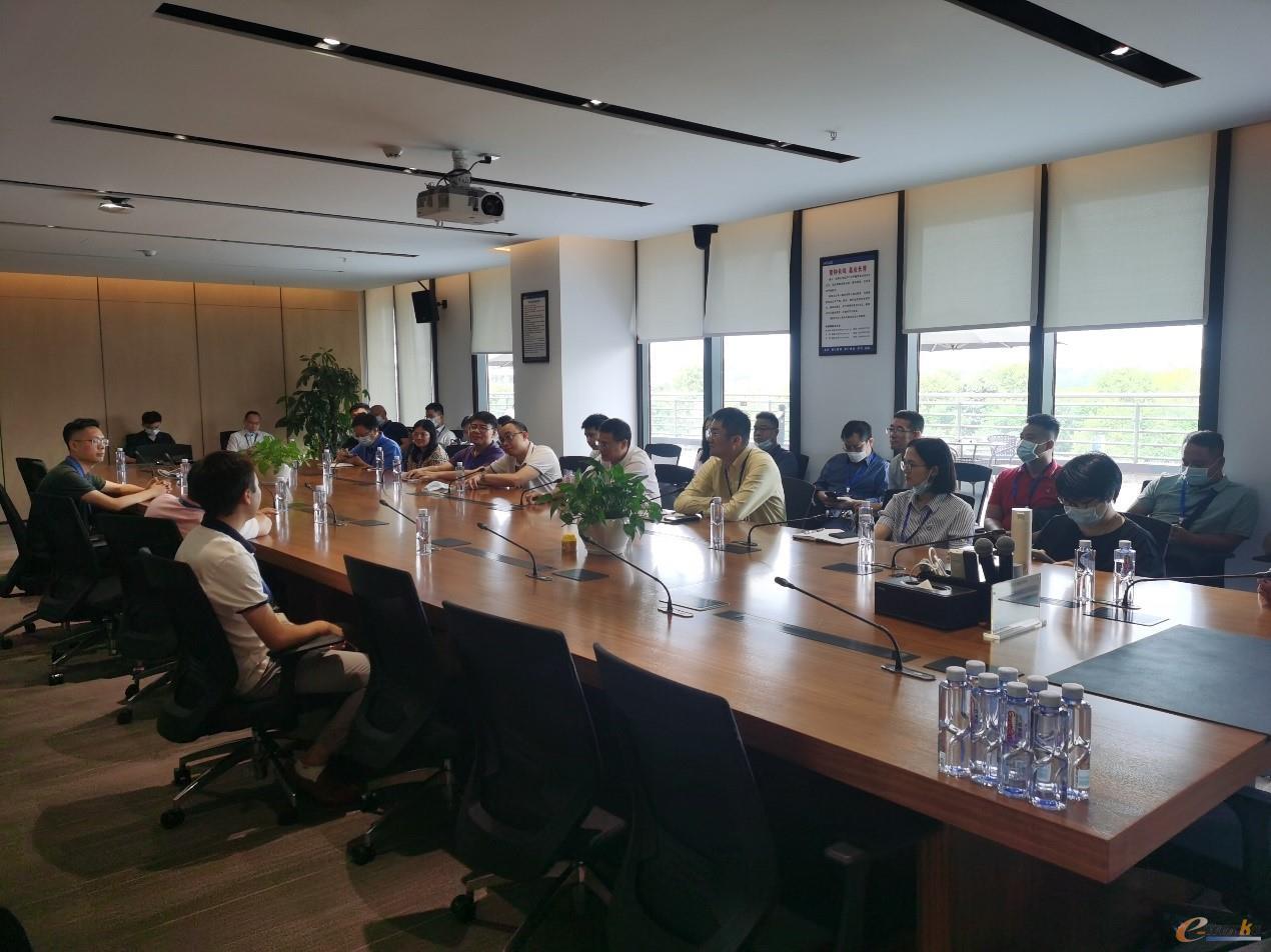 考察团在vivo重庆研发生产基地座谈交流