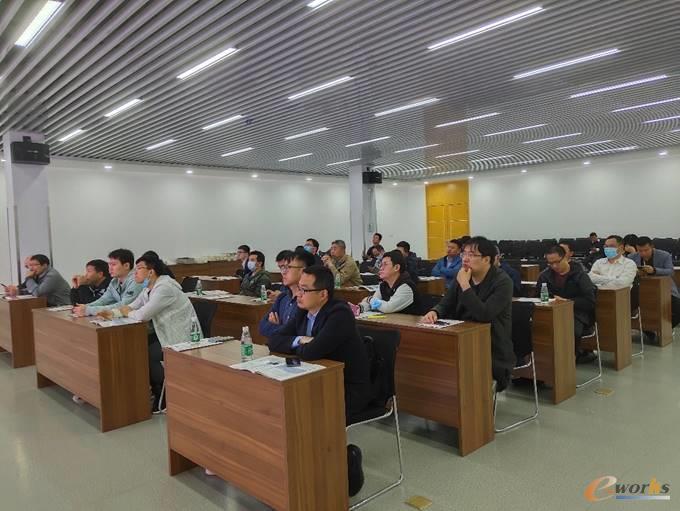 学员们在中车浦镇车辆有限公司会议室交流