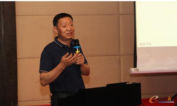 华中科技大学教授胡友民
