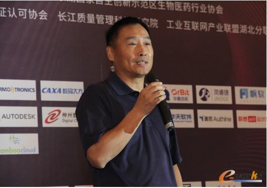华新水泥助理副总裁、CDO汤峻