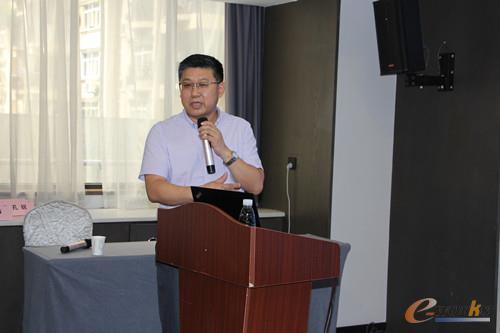 长飞公司智能制造和工业互联网资深专家唐权斌