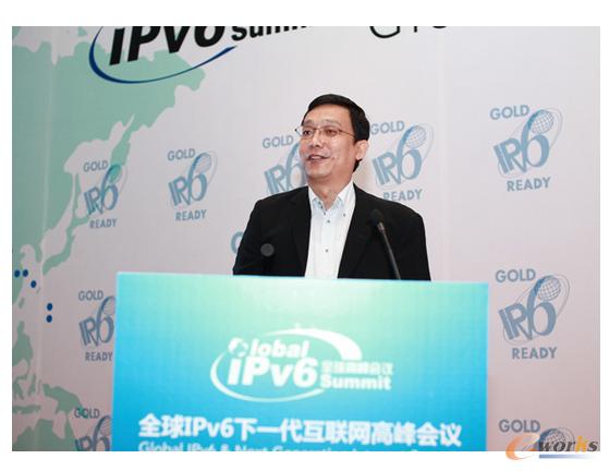 图为IPv6峰会主席、天地互连董事长刘东现场演讲