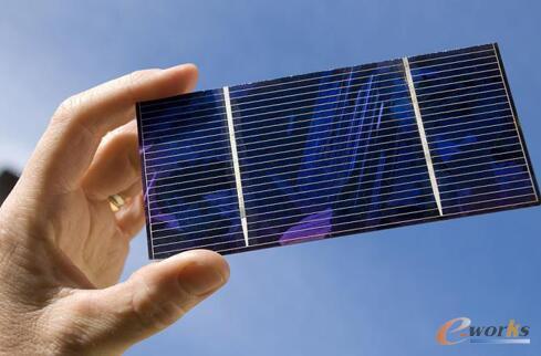 电流电子,而石墨烯能产生多个电子,但目前石墨烯太阳能电池依然处于