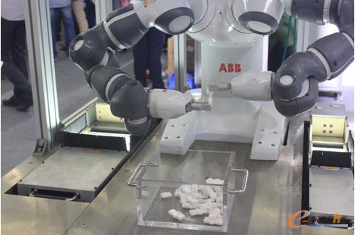 Yumi机器人视觉引导装配工作展台