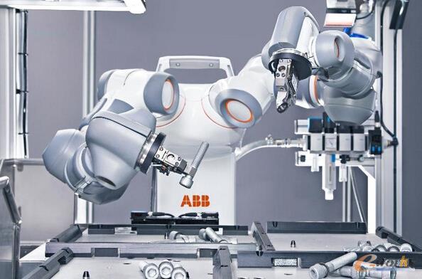 图2 ABB双臂机器人YUMI