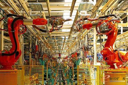 图4 新松机器人制造车间