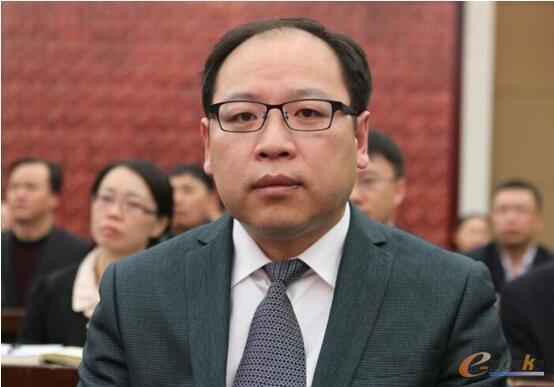 湖北兴发化工集团股份有限公司董事、副总经理 胡坤裔