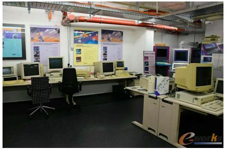 Tebis公司陈列室中展示的八九十年代的软件开发环境