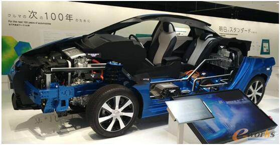 丰田汽车发布的MIRAI氢能源燃料电源汽车