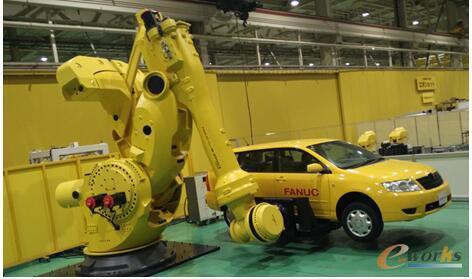 "FANUC的""大力神""M-2000iA机器人,最大负载是2.6吨"
