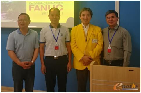 FANUC机器人本部长稻叶清典先生与考察团代表合影