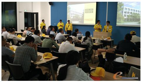 FANUC公司研究统括本部长松原俊介先生与考察团座谈