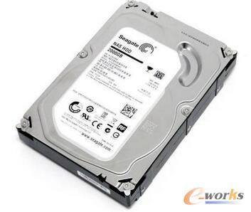 固态硬盘力压机械硬盘 成数据中心新宠