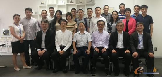 高桥社长、吉川顾问、徐嘉良总经理等与考察团成员合影
