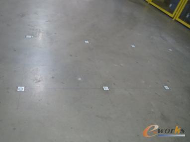 图4 车间地面上的RFID标签