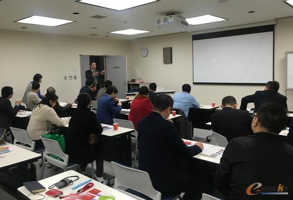 马存瑞总监为考察团介绍岛根富士通的基本情况