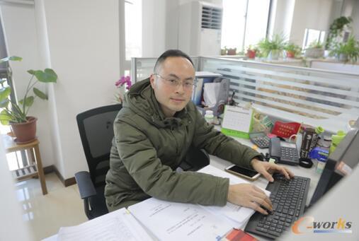 黑牡丹(集团)股份有限公司信息中心主管 吴岗