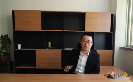 艾比森副总裁丁崇彬接受记者采访