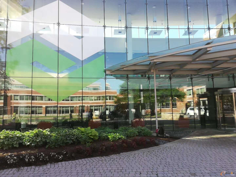 考察团来到PTC公司总部的体验中心考察