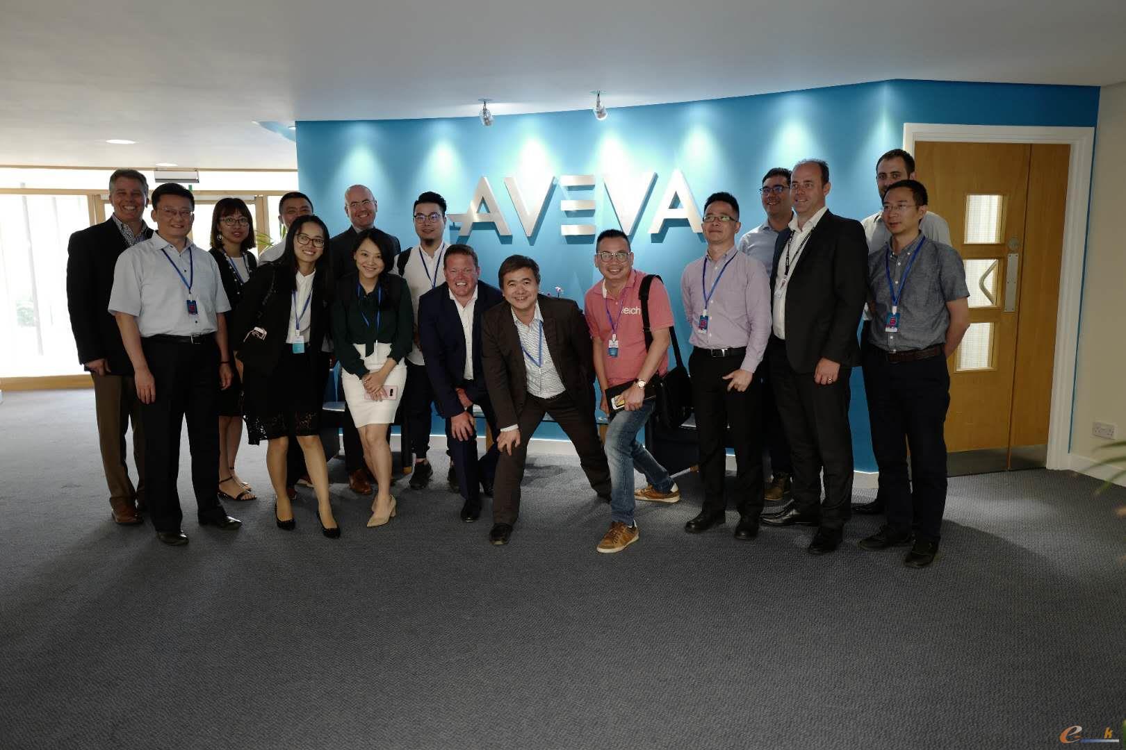 考察团成员在AVEVA公司合影