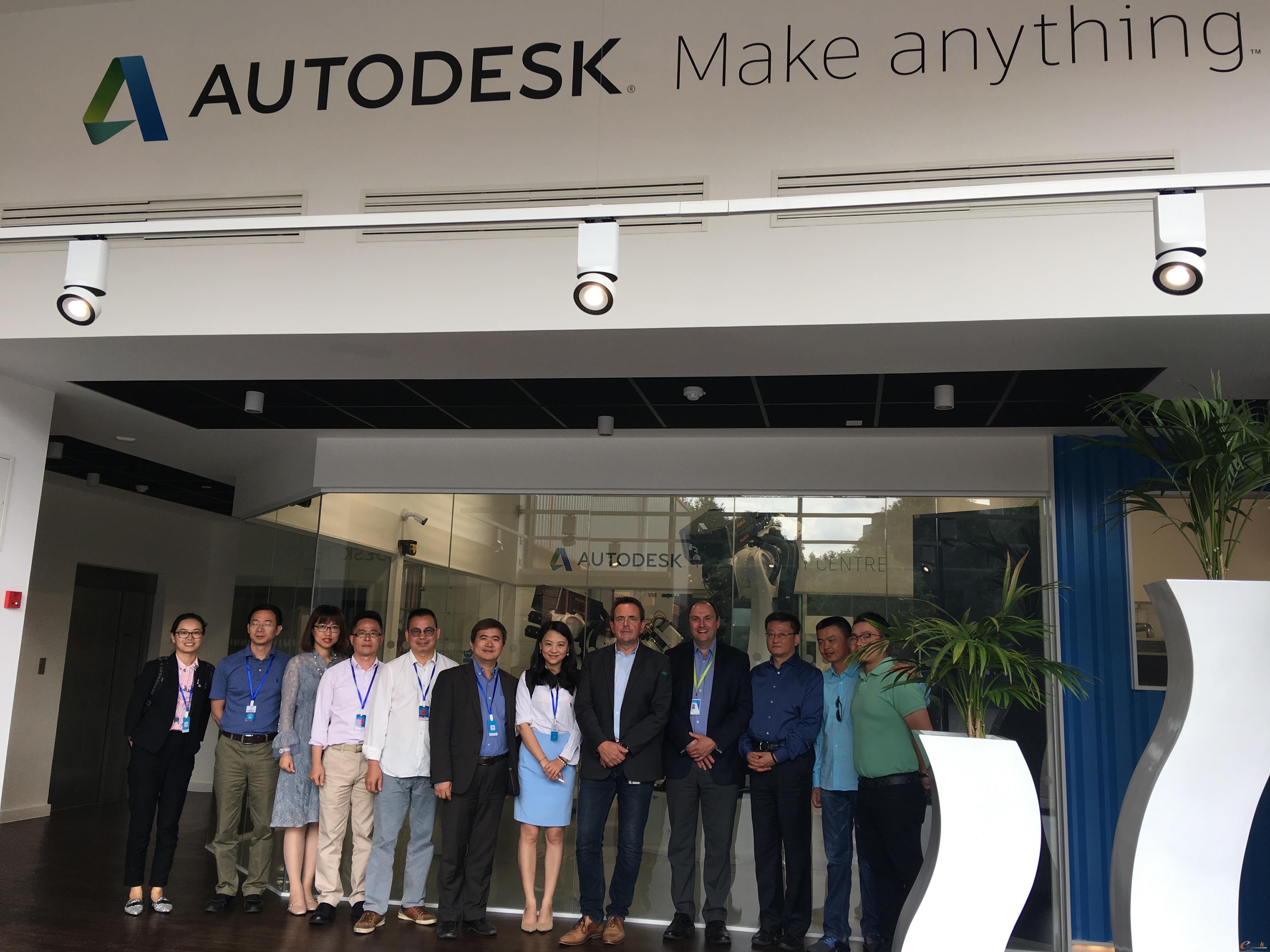 考察团成员在Autodesk公司合影